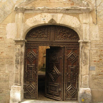 Why Ancient Chinese Door Open Inward?